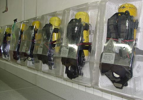 Es ist lediglich persönliche Schutzausrüstung mitzubringen. Die Atemschutztechnik wird bereitgestellt.